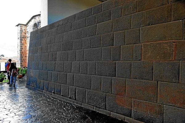 Alte Incaräume des ehemaligen Sonnentempels im Convent von Santo Domingo.