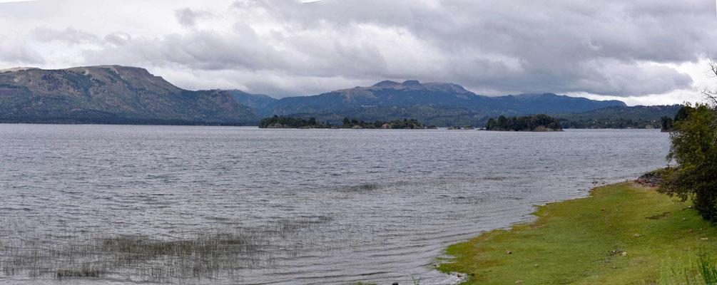Der Lago Moquehue, den ich umfahre.
