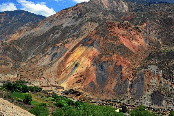 Die Berge haben wunderbare Farben.