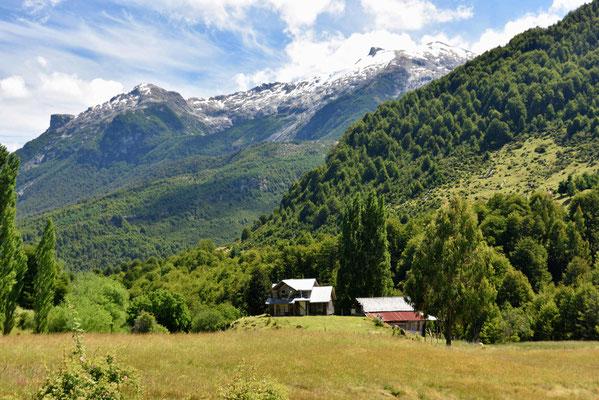 Fahrt durch das wunderschöne Tal der Rio Futaleufu.