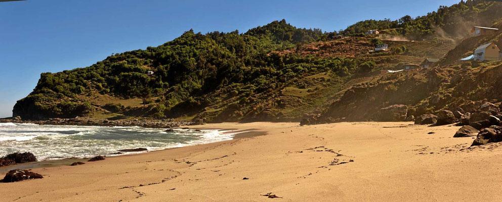 Der Strand ist wunderbar und die Brandung donnert.