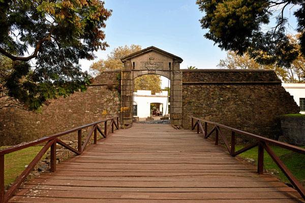 Ein Stadttor an der alten Stadtmauer, leider steht nur noch ein kurzes Stück der Mauer.