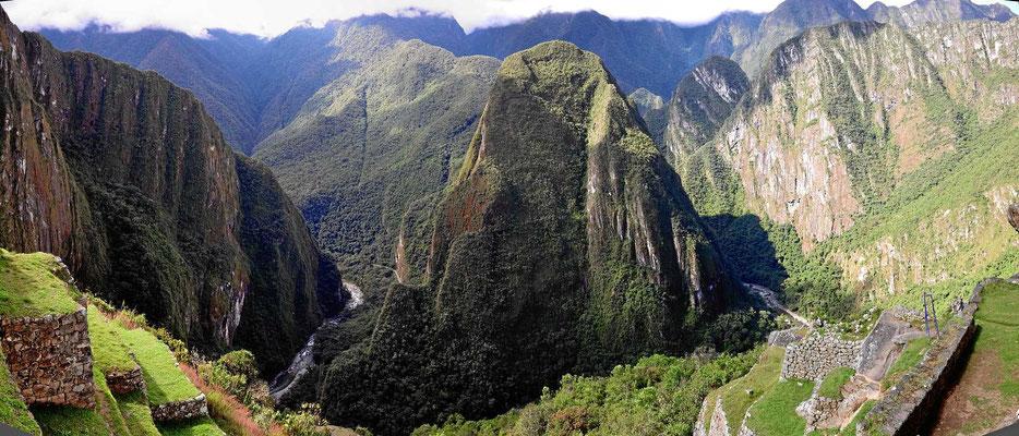 """Eine """"senkrechte Landschaft"""" umgibt Machu Picchu."""