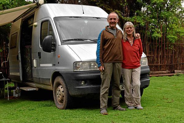 Sylivia und Randy aus Saarbrücken - nach ca. 7 Wochen Warterei bringen wir ihnen den ABS-Sensor aus Deutschland mit.