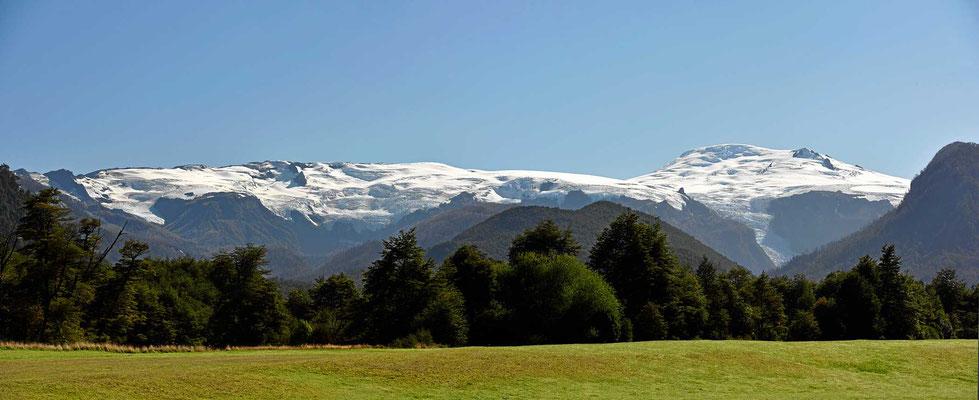 Die Gletscher des Vulkans Michinmahuida im Pumalinpark.
