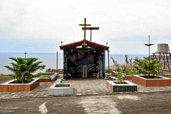 In Chile erinnern wahre Mausoleen an tote Verkehrsopfer. Es ist erschreckend, wie viele Tote es gibt, alle wenige hundert Meter ein Mausoleum.