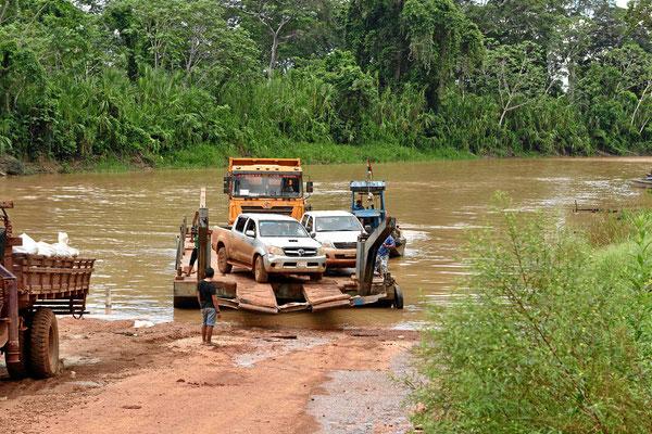 Die Fähre über den Rio Madre de Dios.