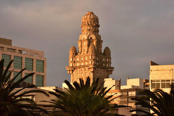 Der Bau ist mittlerweile das Wahrzeichen von Montevideo geworden.