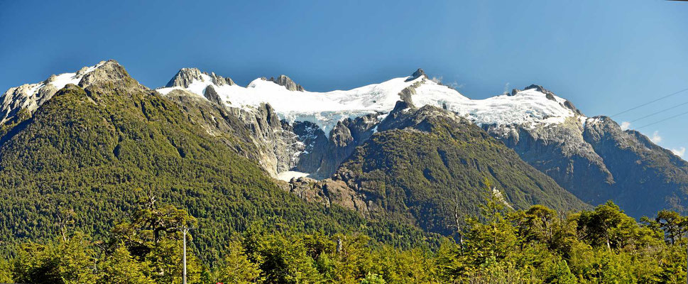 Gletscherblick am Yelcho See.