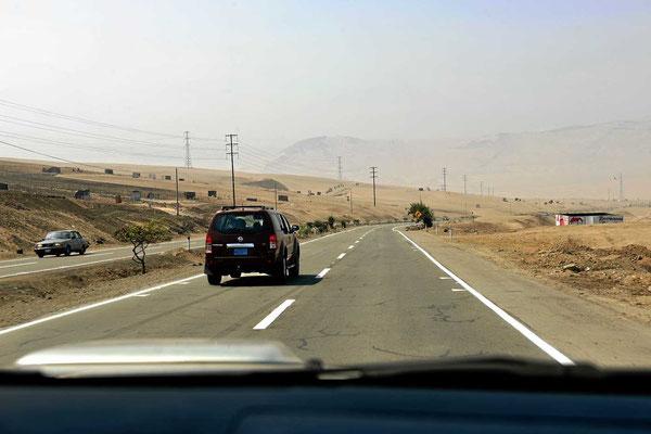 Je näher man Lima kommt, desto dunstiger wird die Sicht.