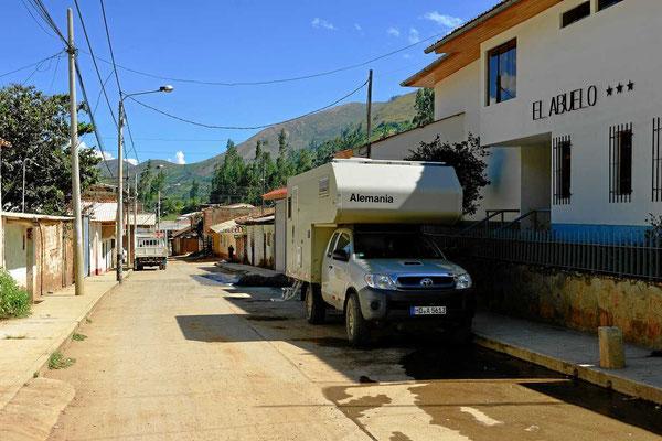 Unser Stellplatz vor dem Hotel El Abuelo mit Internet direkt vom WoMo aus.l
