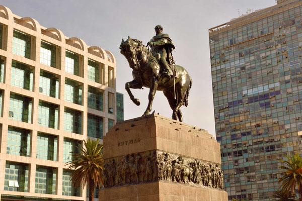 Das Denkmal für den Freiheitskämpfer José Gervasio Artigas auf der Plaza Indepedencia.
