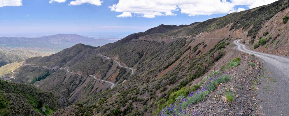 """Bergabfahrt nach Mendoza, eine """"atemraubende"""" Strecke."""
