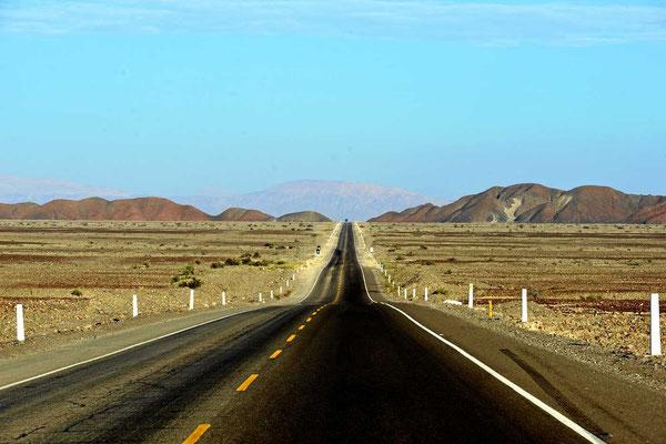 Die Panamericana auf dem Weg nach Nazca.