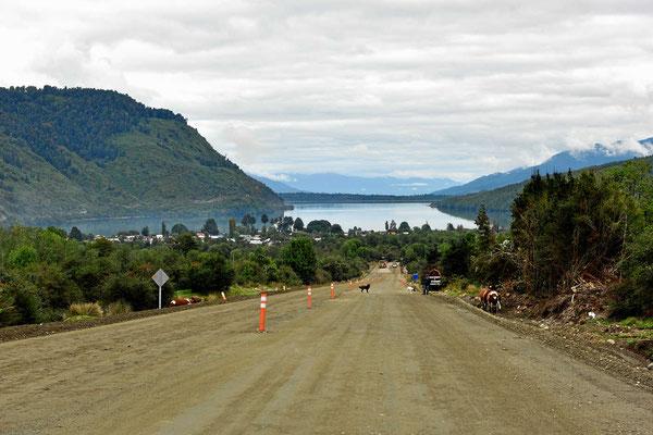 Fahrt hinunter nach Puyuhuapi, der einzigen Stelle, an der die Carretera Austral an den Pazifik kommt.