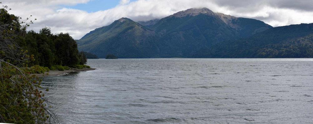 Der Lago Rivadiva im Nationalpark Los Alerces.