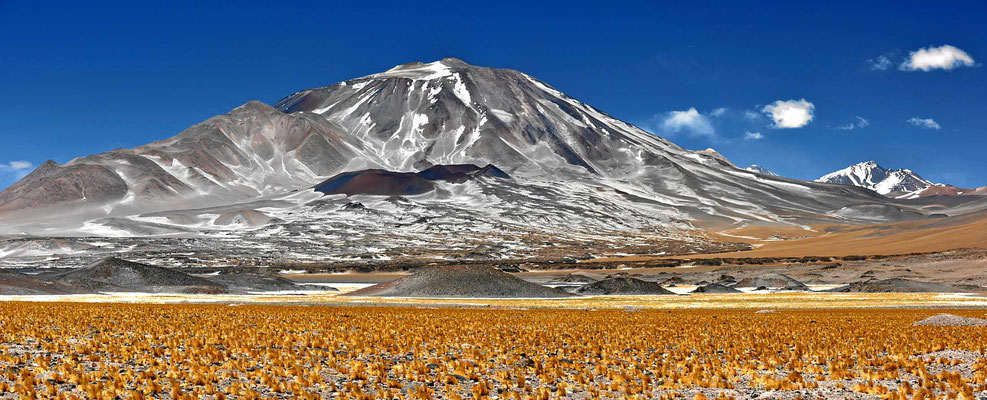 Der Vulkan Incahauasi, 6638 m hoch.