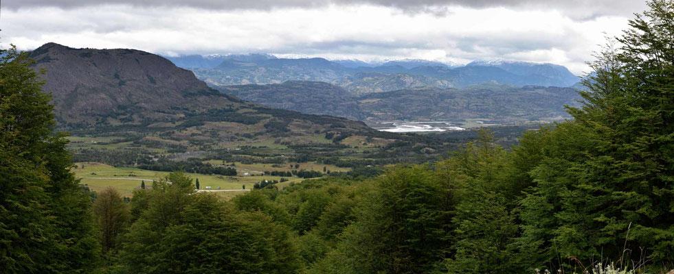 Blick aus der Reserva Nacional ins Tal des Rio Ibanez.