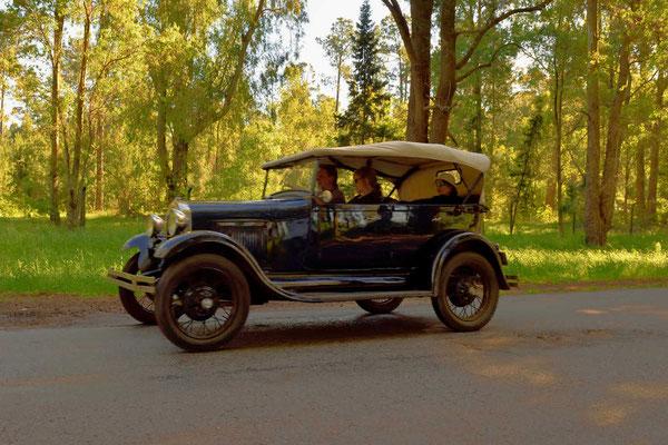 Fahrzeuge der Oldtimer-Ralley.