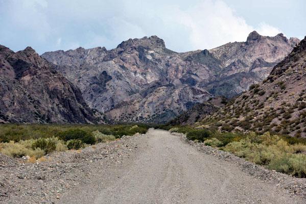 Die Piste nach Mendoza, zunächst ist sie noch recht breit.