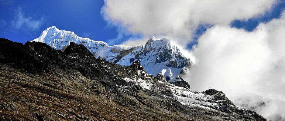Auch die andere Seite des Passes ist wunderschön - erst einmal die Gletscher.