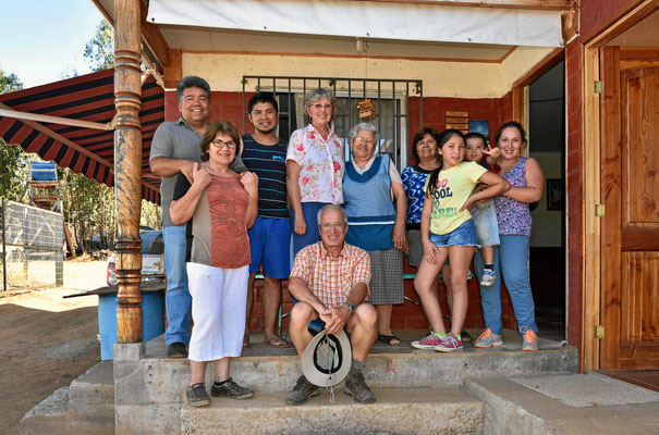 Unsere chilenische Großfamilie. Für den Sonntag sind 40 Leute angekündigt.
