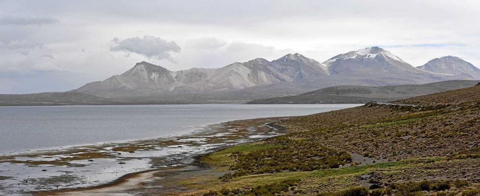 Berglandschaft hinter dem Chungarásee.