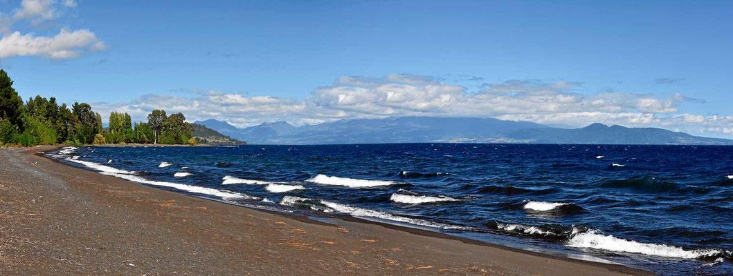 Der See Llanquiheu, der zweitgrößte See Chiles bei Starkwind.