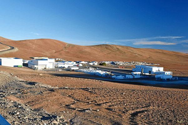 Beim Observatorium gibt es eine richtige kleine Ansiedlung, nachts sieht man kein Licht.