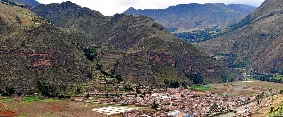 Der Ort Pisac im Tal des Urubamba.