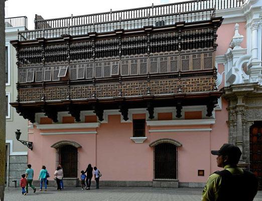 Die Altstadt ist bekannt für ihre wunderschönen Holzbalkons.