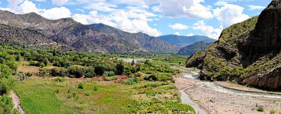 Die Strecke nach Huancaveli führt zunächst entlang eines wunderschönen Flusstales.