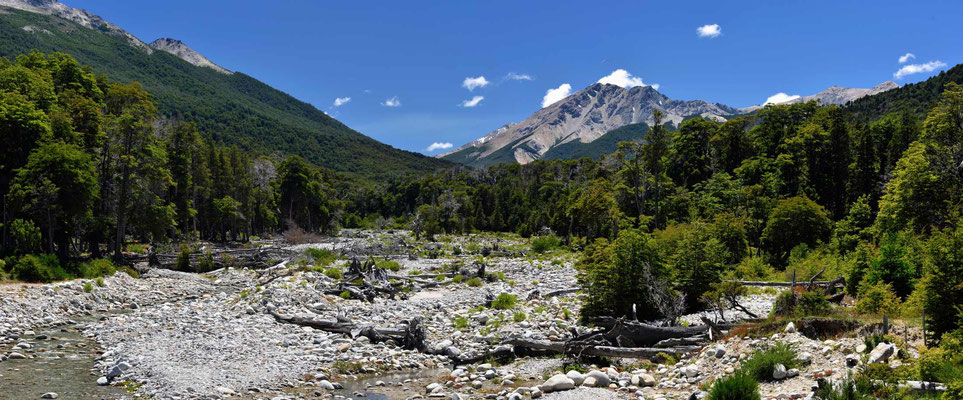 Trockenflusstal im Nationalpark Nahiuel Huapi