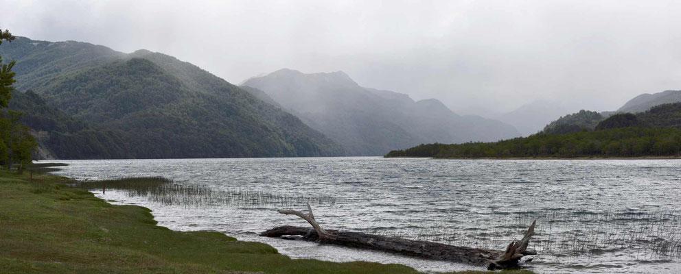 Der Lago Villarino, mein Übernachtungsplatz, auch hier regnet es in den Bergen.