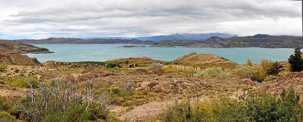 Fahrt entlang des Lago General Carrera.
