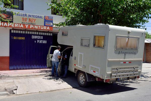 Reparatur auf argentinisch. Eigentlich hatte ich erwartet, dass Toyota die Reparatur durchführt.