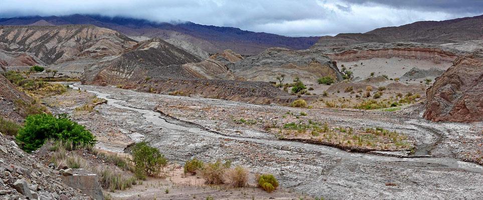 """Ich fahre von Fiambala aus hoch in die Berge, die Landschaft wird immer """"merkwürdiger"""""""