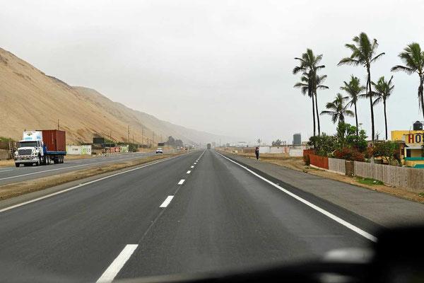 Dünen ragen bis zur Panamericana ran.
