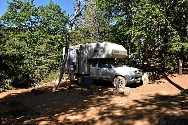 Unser Campingplatz in der Reserva Nacional Altos de Lircay. Das Einfädeln erfordert ziemliche Fahrkünste.