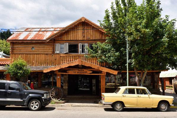 San Martin de Los Andes gilt als die Schweizh Argentiniens, entsprechend viele Holzhäuser gibt es hier, die durchaus ansehbar sind.