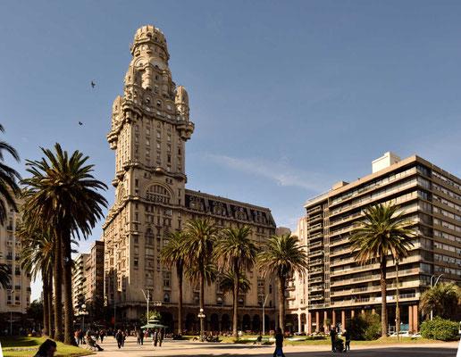 Die Plaza Indepedencia, nochmal mit dem Palacio Salvo.