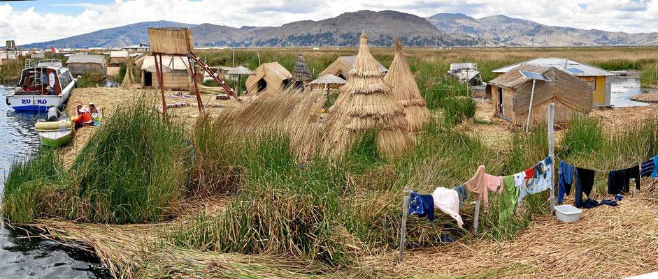 Die schwimmenden Schilfinseln der Ururi am Titicacasee.