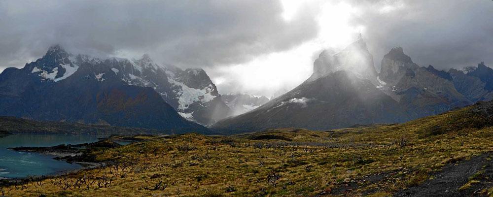 Wanderung zum Mirador am Lago Nordenskjold. Blick auf das Painemassiv mit den Torres.