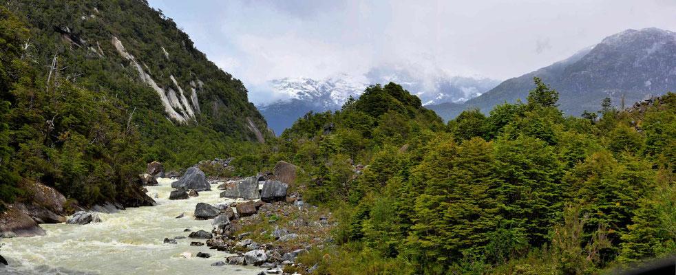 Fahrt durchs Valle Exploradores. Blick auf das nördliche Eisfeld.