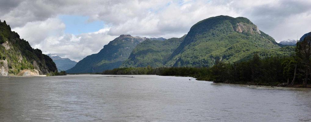 Der Rio Ibanez bildet teilweise kleine Seen.