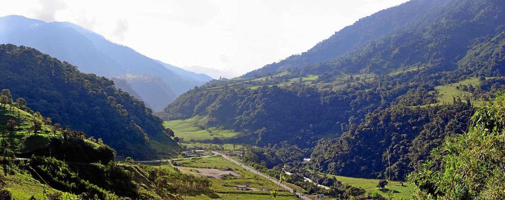 Blick von Baeza aus in Richtung Papallacta Tal.