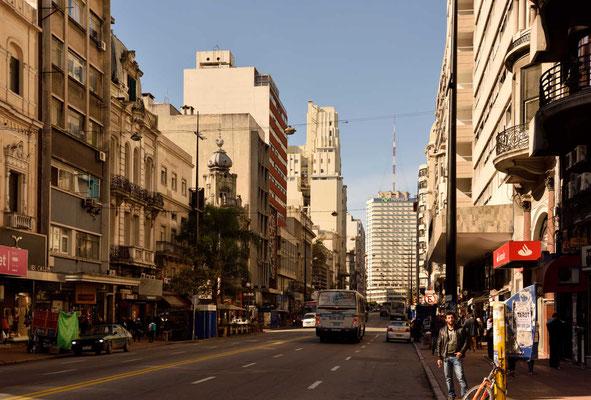 Die Calle San José, die Haupteinkaufsstraße von Montevideo.