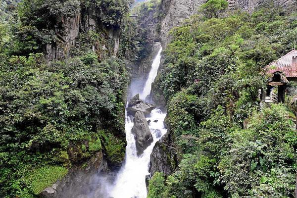 Insgesamt ist de Wasserfall so ca 100 m hoch.