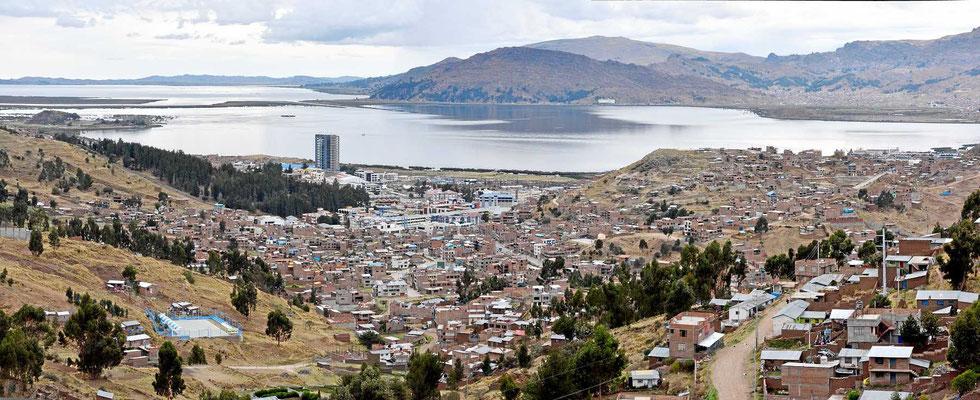 Die Stadt Puno am Titicacasee.