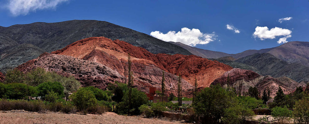 Der berühmte farbige Felsen von Pumamarca.